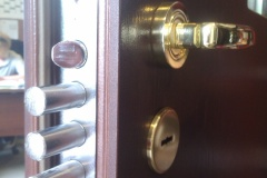 Zamek rozporowy w drzwiach profex
